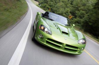 Cпорткар Dodge Viper SRT10