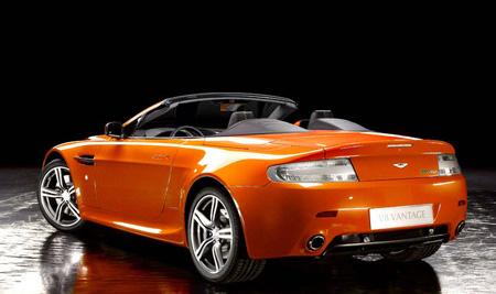 Элегантный родстер: Aston Martin