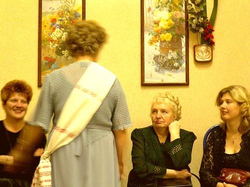 женщины обсуждаются