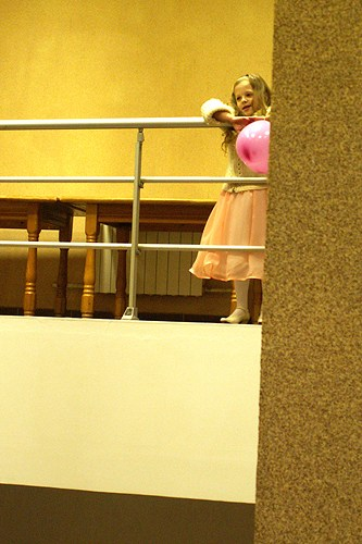 девочка и лестница