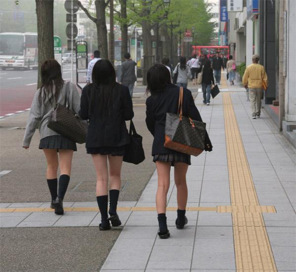 У японочек под юбочкой 8 фотография