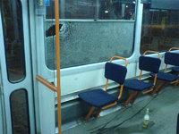 Выбитое окно в рижском трамвае