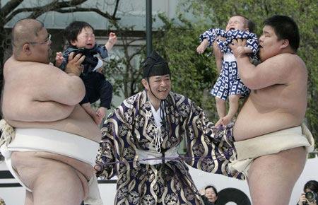 http://ljplus.ru/img4/_/e/_enamorada_/baby-crying-festival-Japan.jpg