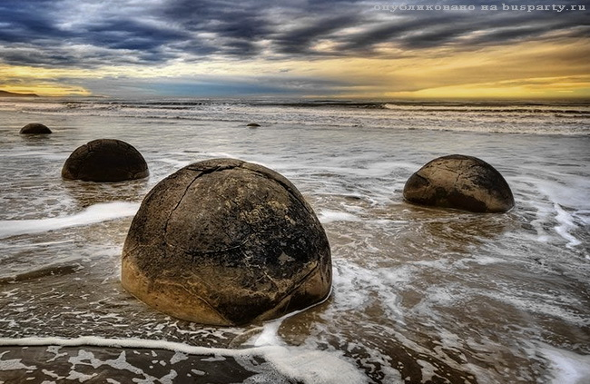 валуны на пляже