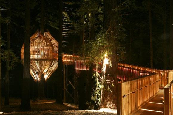 treehouse 221208 016 Yellow Treehouse Restaurant.