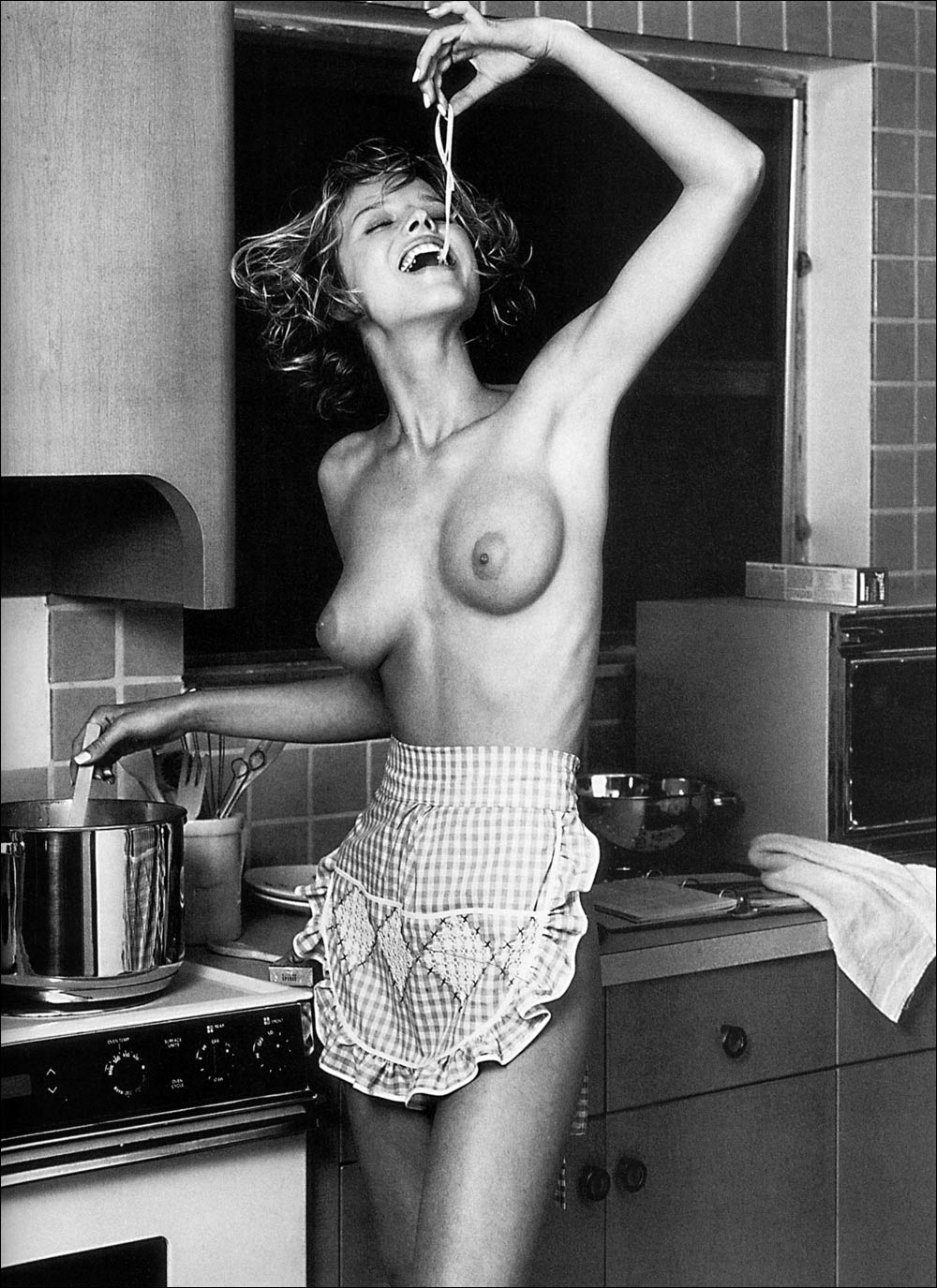 Фото голая женщина на кухне 15 фотография