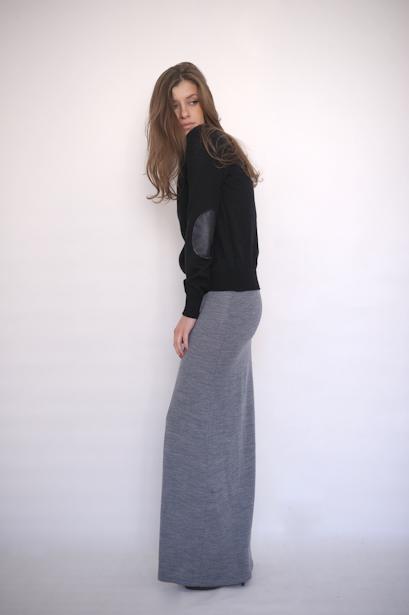 Длинная серая трикотажная юбка