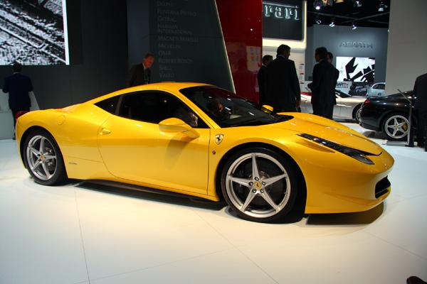 Новая Ferrari это - мощь и сексу…