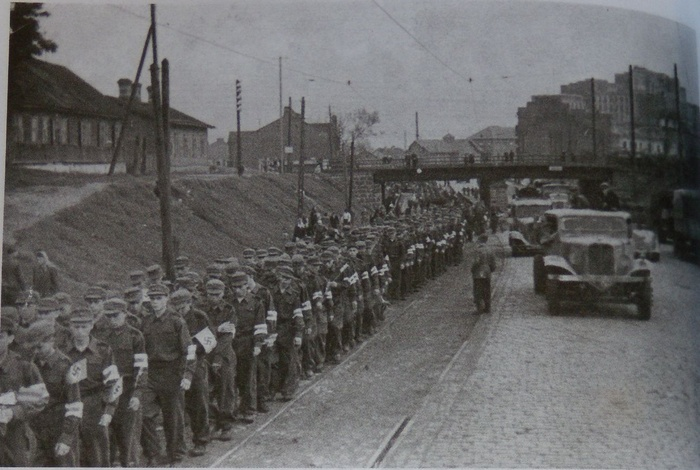 Война и жизнь: Минск в период с 1941 по 1944 годы. | Война ... Маршируют Девушки