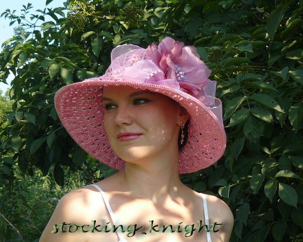 Обсудить (1). Вязальщице на заметку.  Четверг, 22 июля 2010 г. Вязаная крючком летняя шляпка с пышным цветком создает.
