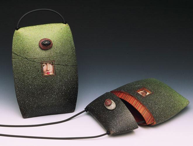 Вот такие гламурные сумочки сегодня в моде у самых продвинутых барышень.
