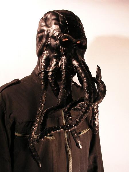 Le masque pour la personne noir comme se servir