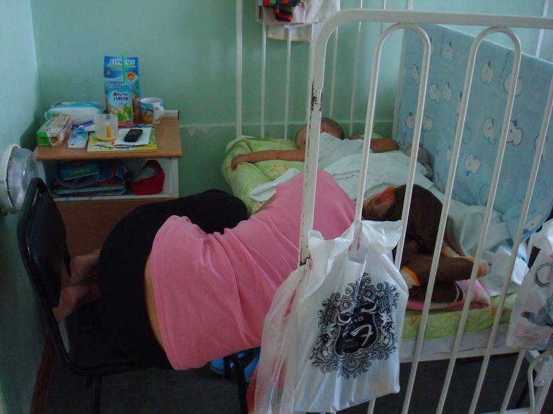 """Слушал истории про  """"мам на табуретках """" в детских больницах, теперь увидел как это выглядит."""