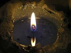 Свечка с глубоким кратером два