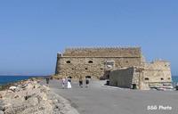 Старая венецианская крепость, вблизи