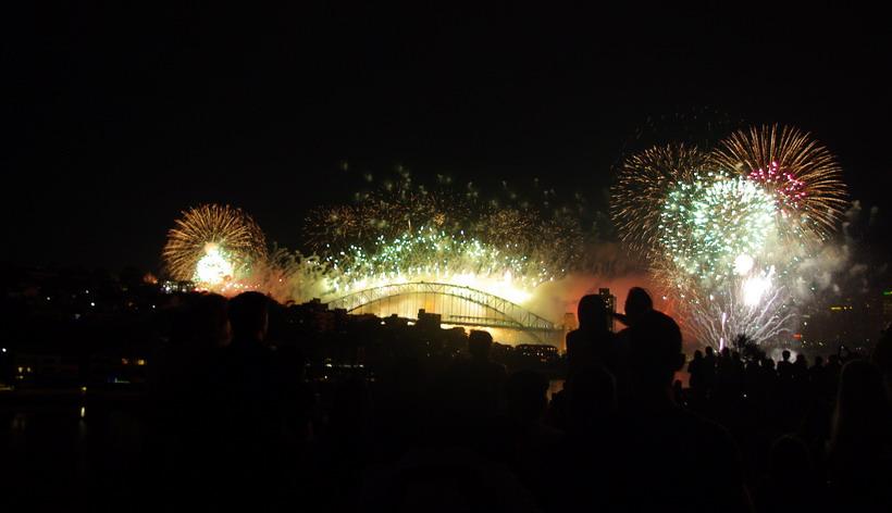 фейерверк над мостом Харбор в Сиднее
