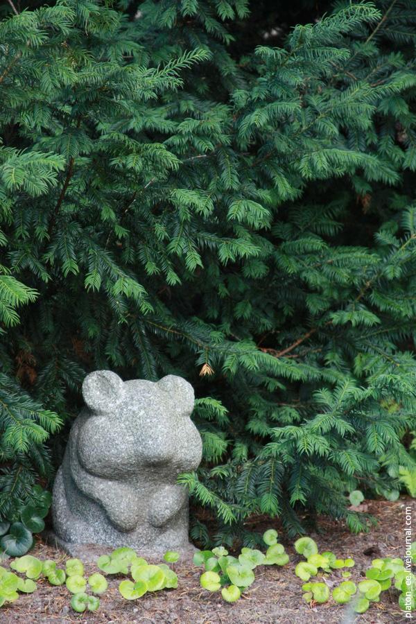 Хомяк под елкой