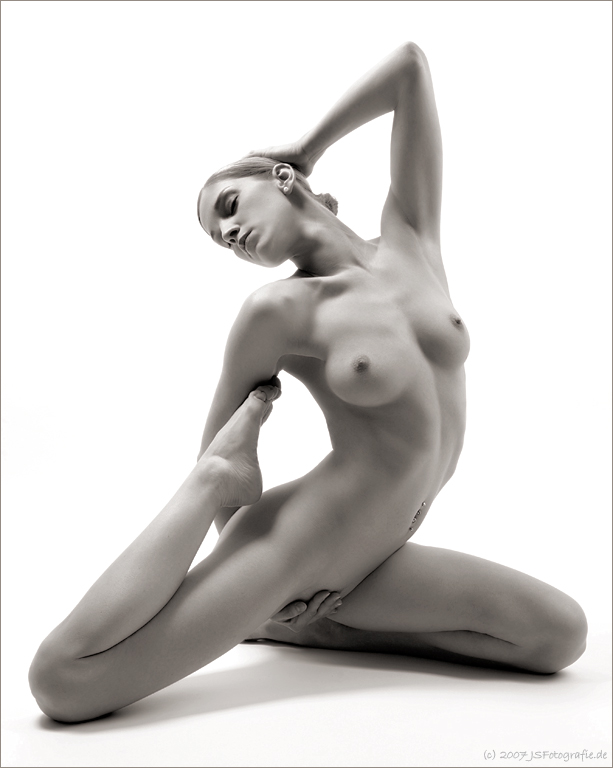 negrstanding-nude-soft-ball-playres-naked