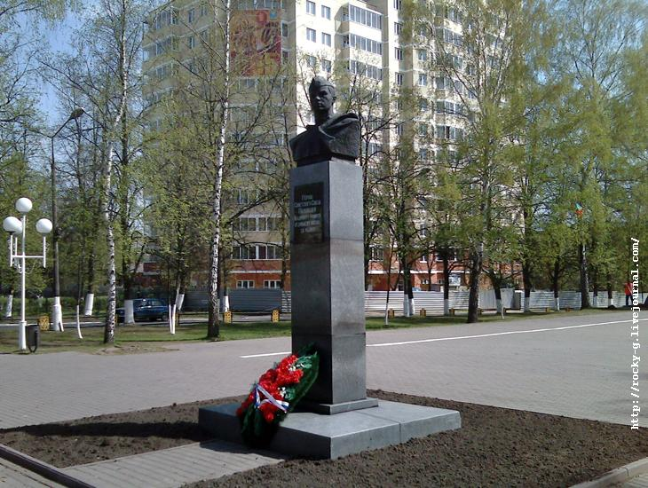 сквер имени Полякова Владимира Фомича