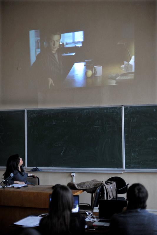 Тина Канделаки читает студентам лекцию