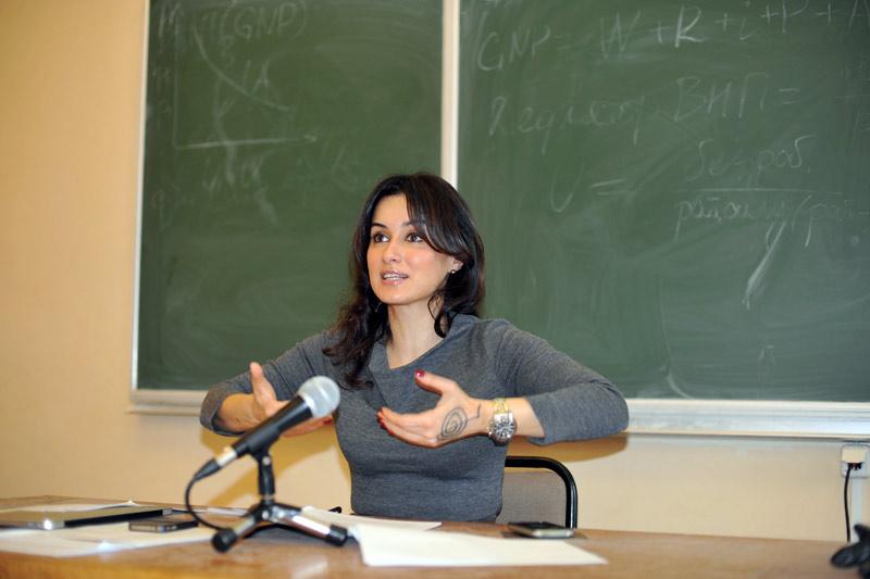 Тина Канделаки учит студентов
