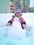 Настя со снеговиком